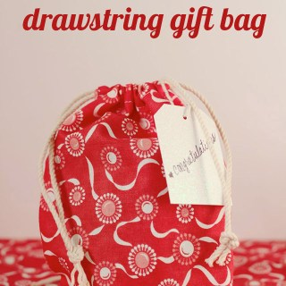 Here's a quick and easy drawstring gift bag tutorial by Mabey She Made It. Use it to whip up a cute bag in your favorite fabric in no time. -Sewtorial