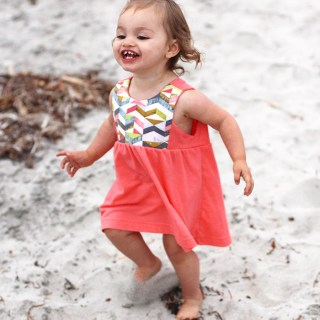 ICandy shares the DIY Contrast Bib Dress pattern and tutorial in sizes 8/9 and 18/24 months. -Sewtorial