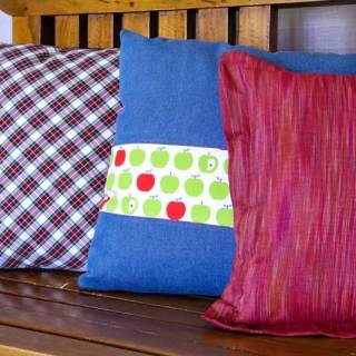 What's the secret to sewing professional looking pillows? Learn tips and tricks for sewing beautiful pillows in this Sew Mama Sew article. -Sewtorial