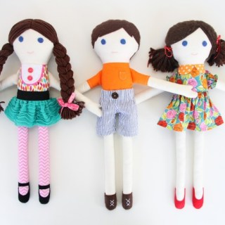 Add a fun playmate to your little girl or little boy's playtime with this fabric doll tutorial by Make It Love It. -Sewtorial
