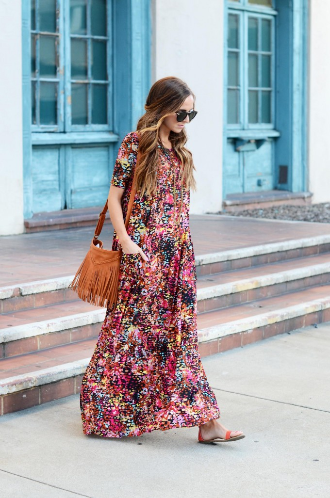 Warm weather breezes and flowy sheer fabric make the perfect combination. Try this spring maxi dress tutorial by Merrick's Art (for Joann). -Sewtorial