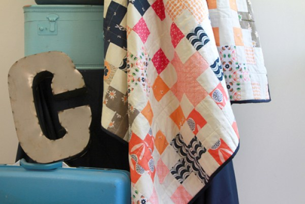 Here's a free quilt pattern by In Color Order that you'll absolutely love. (Only 10 fat quarters and 2 yards of solid fabric.) - Sewtorial