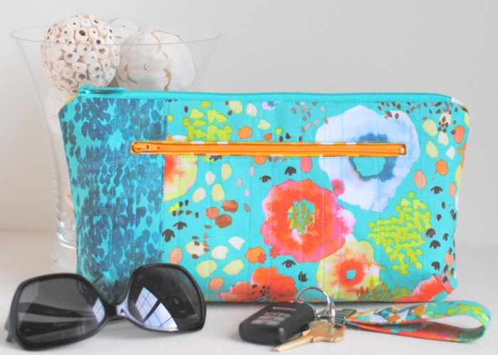 The Poppy Clutch by Clover & Violet is a free mini purse pattern that's perfect for carrying your essentials. -Sewtorial