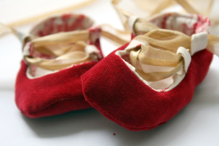 https://www.mesewcrazy.com/2010/12/baby-ballet-shoes-tutorial.html