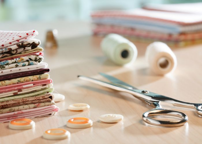 In this article by How to Sew you'll learn 15 easy (and budget friendly) ways to organize your sewing space. - Sewtorial