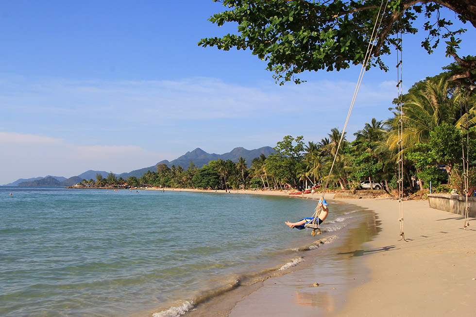 Swinging at Kai Bae Beach en Koh Chang