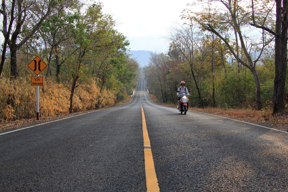 The road to Sam Phan Bok Canyon