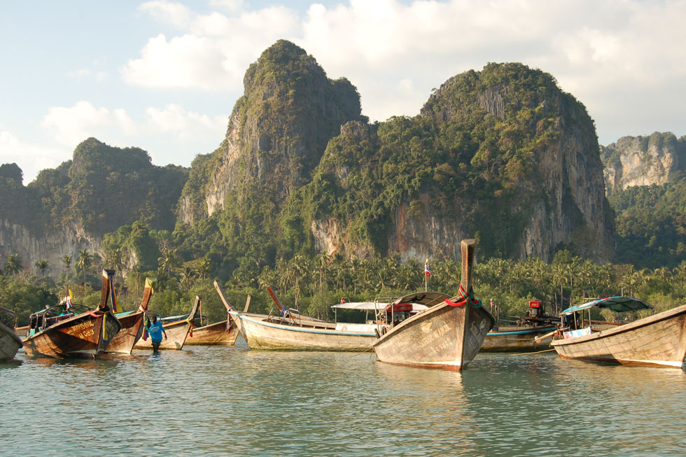 Long-tailboats at Railay