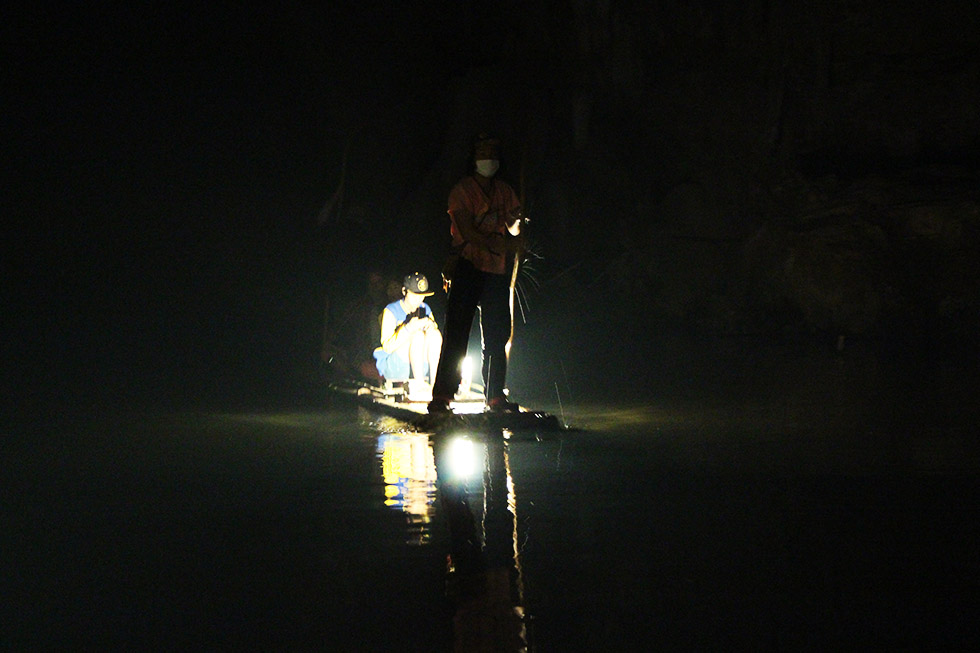 Bamboo raft - Tham Lod Cave