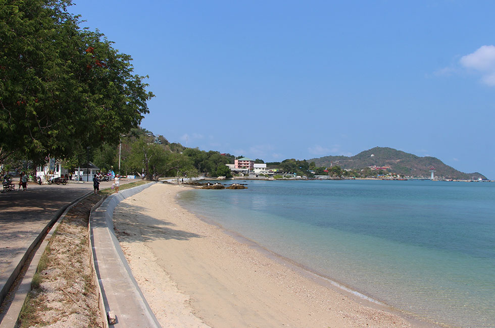 The beach near the palace