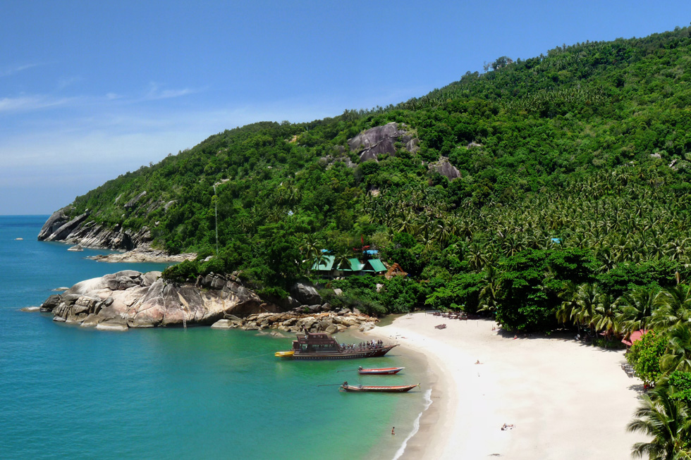Overview of Than Sadet beach