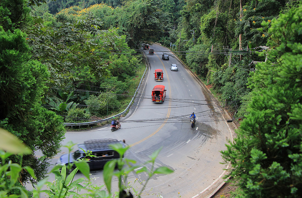 Getting to Doi Suthep: red taxi or motorbike?