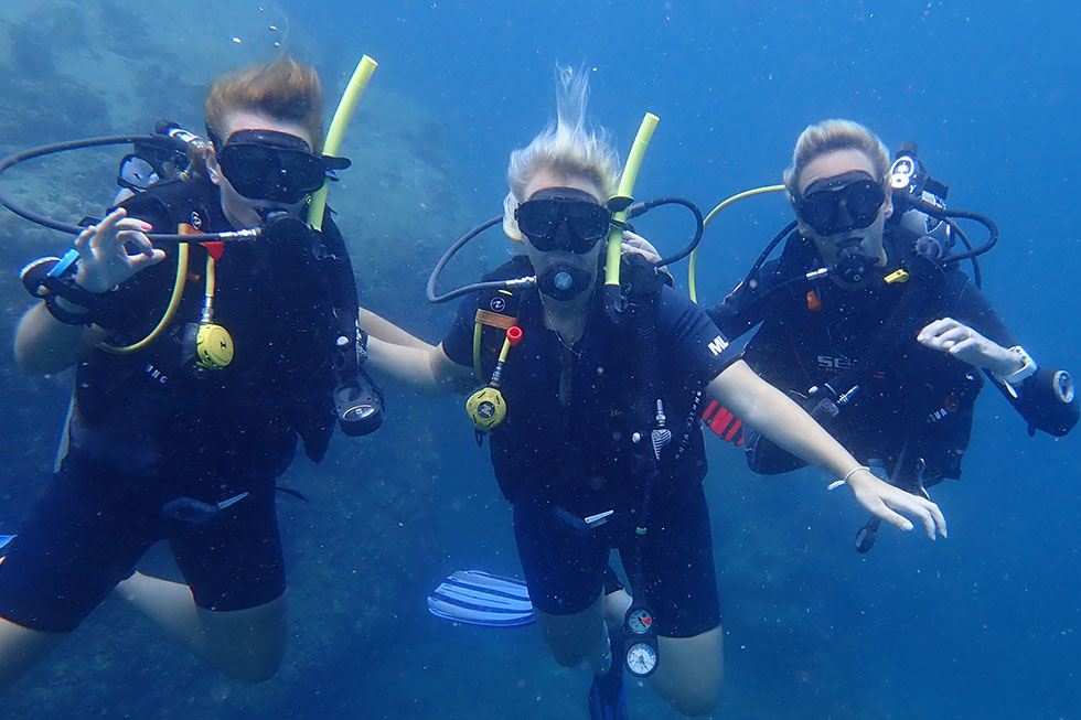 Diving in Koh Tao with a buddy team
