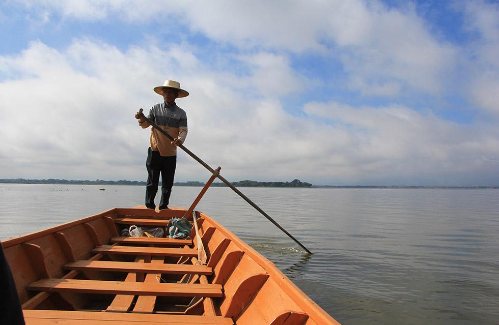 We took the boat to Wat Tilokaram in Phayao