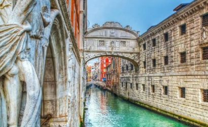 Secret Venice Walking Tour with Gondola Ride