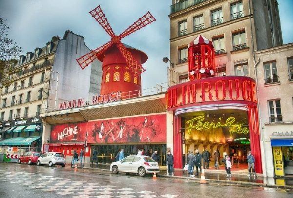 Paris Night Tour and Moulin Rouge Show with Half Bottle of Champagne