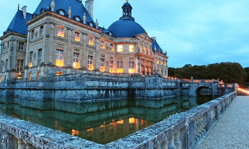 Chateau de Vaux-le-Vicomte Evening Tour with Dinner