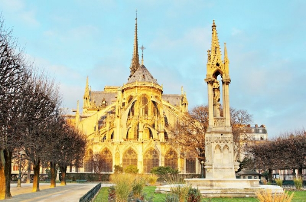 Notre Dame Island & Historic Medieval Paris Walking Tour