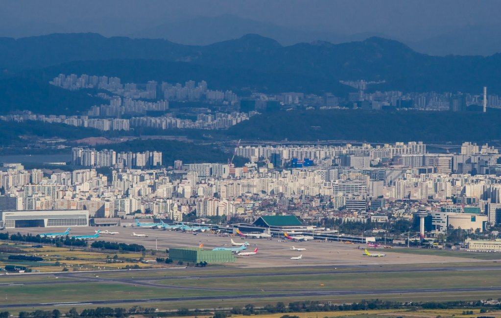 Gimpo Airport seen from Gyeyangsan