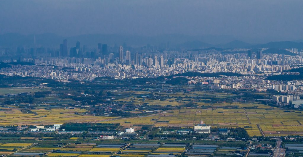Views towards Gangnam and Jamsil from Gyeyangsa.