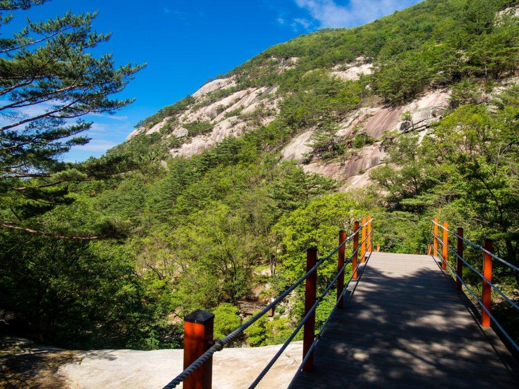 Path up Myeongseongsan