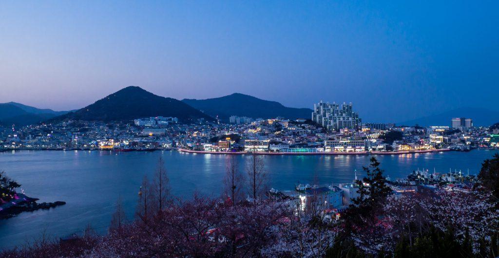 Nighttime city views from Dolsan Park, Yeosu