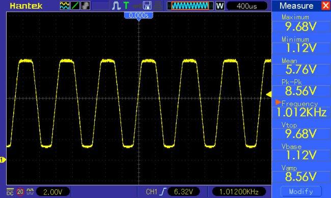przebieg trójkątny f=1kHz potencjometr amplitudy ustawiony na maksymalną wartość
