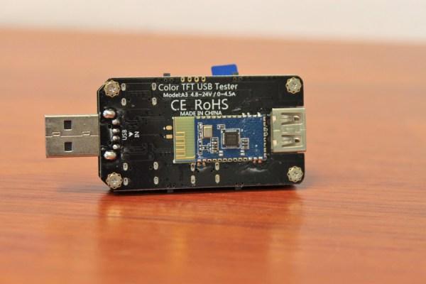 Moduł Bluetooth umieszczony na mierniku USB