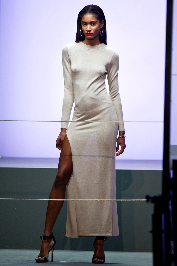 Rihanna-RiverIsland-desfile-colecao-moda-londres-got-sin-vestido-transparente-01