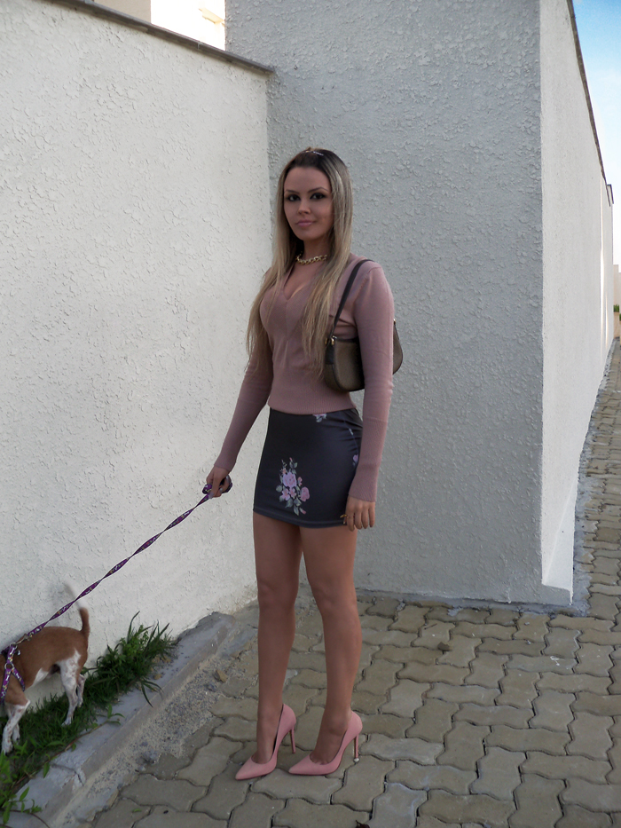sininhu-sylvia-santini-meu-look-blog-got-sin-moda-saia-chris-evert-estampa-floral-flores-girlie-lupi-cachorro-26