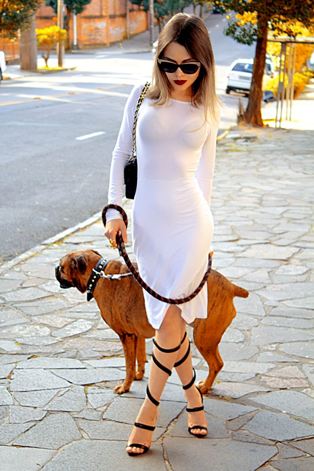 sininhu-sylvia-santini-meu-look-minimalista-vestido-branco-white-dress-body-conscious-sandalia-schutz-chanel-blog-got-sin-20