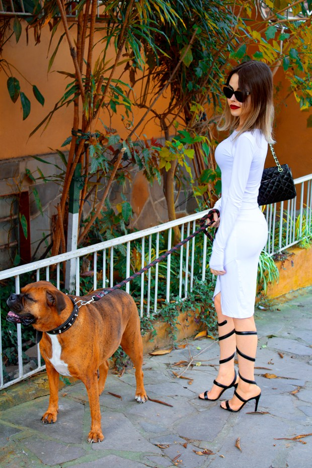 sininhu-sylvia-santini-meu-look-minimalista-vestido-branco-white-dress-body-conscious-sandalia-schutz-chanel-blog-got-sin-31