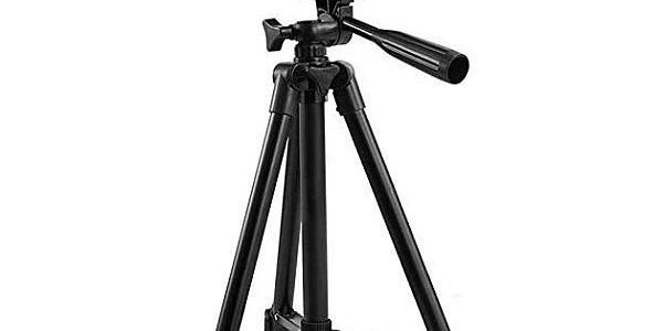 Everesta 42-inch tripod with camera mounted