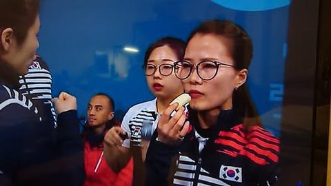 【平昌オリンピック】カーリング女子、おやつタイムに本橋マリリンが・・・