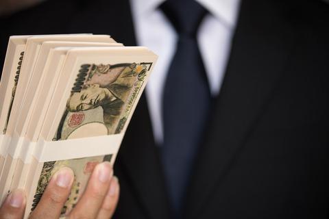 「ビットコイン」で六千円儲けたからなんか買いたいww