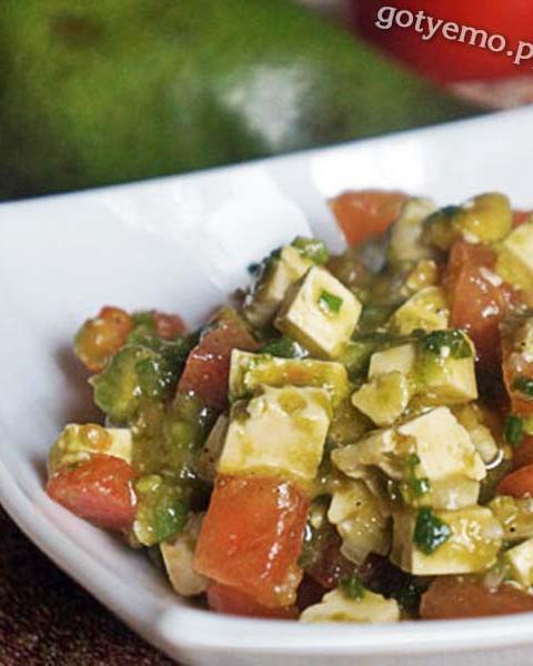 Салат з помідорами, бринзою та авокадо