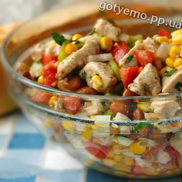 Салат з куркою та овочами