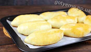 Рецепт пиріжків з цибулею і яйцем
