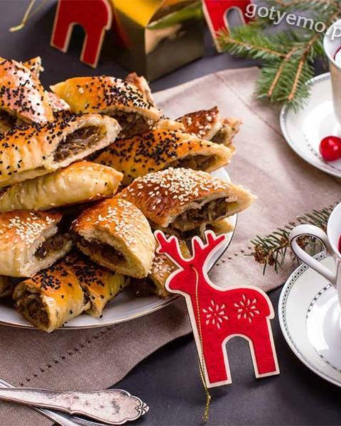 Пиріжки з квашеною капустою і грибами