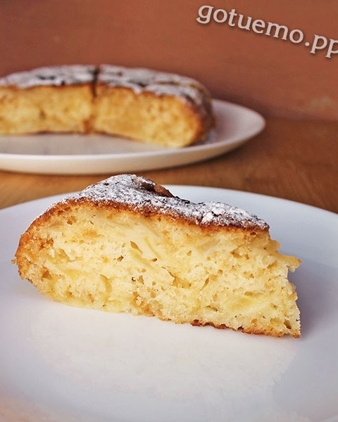 Яблучний пиріг на молоці