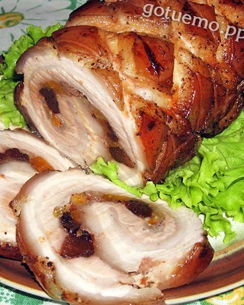 Свинний рулет з сухофруктами