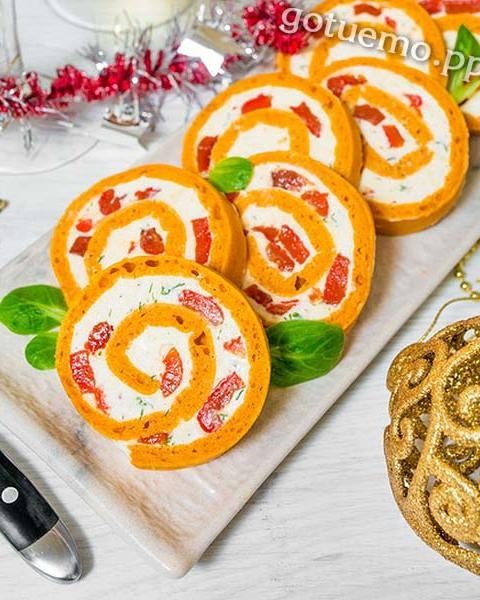 Томатний рулет з печеним перцем і сиром
