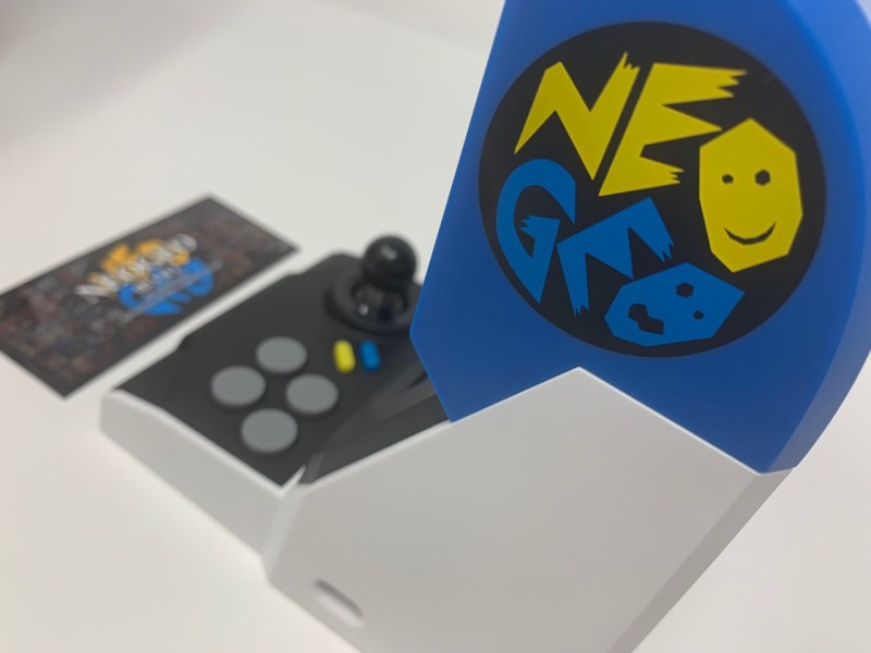 Unboxing Neo Geo Mini International Edition
