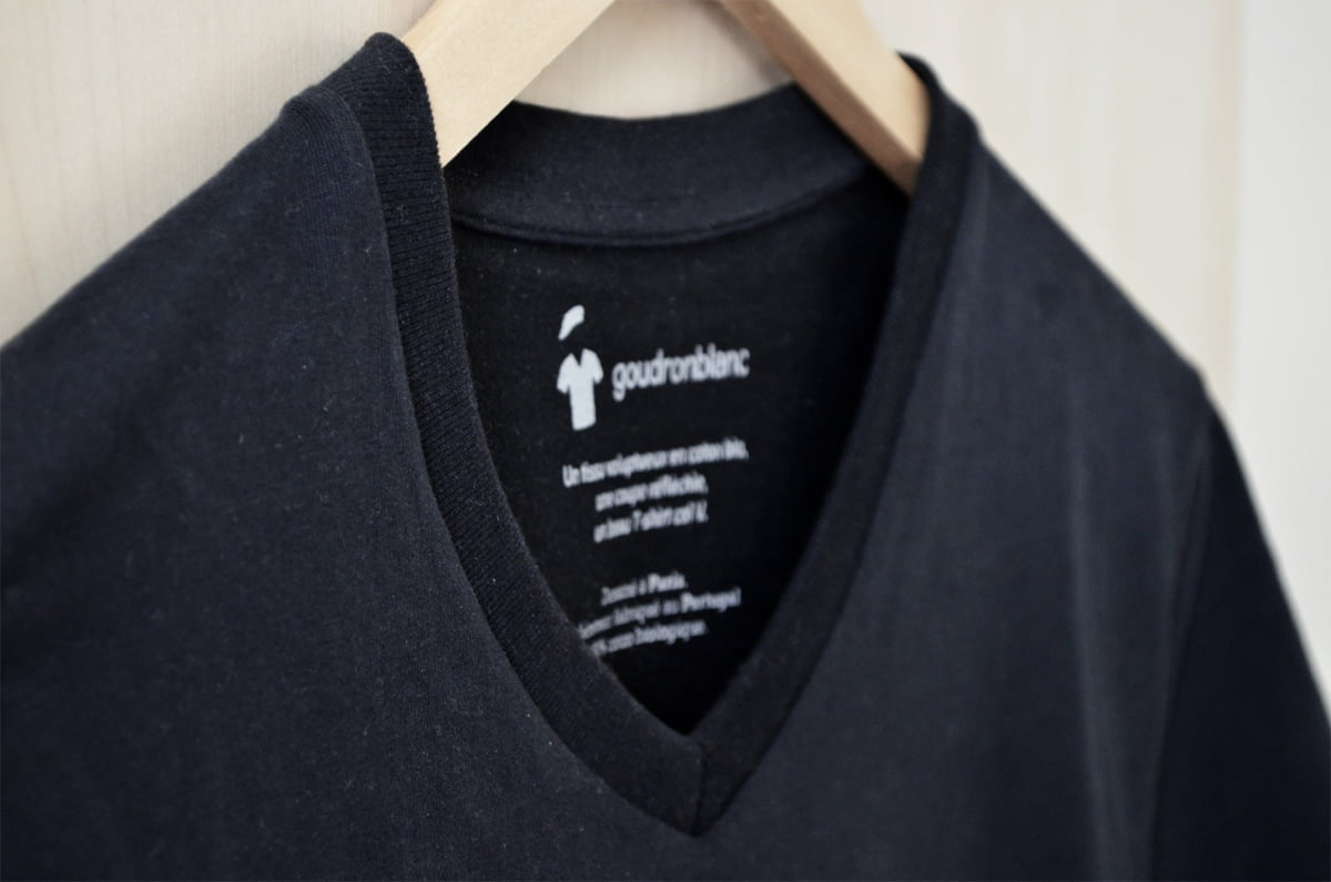 T-shirt col V noir pour homme de la marque GoudronBlanc