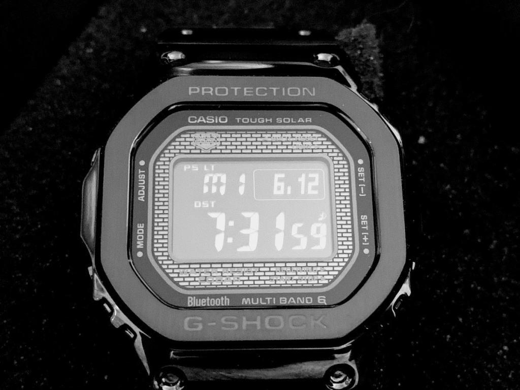 Casio G-Shock GMW-B5000: Caja y pantalla