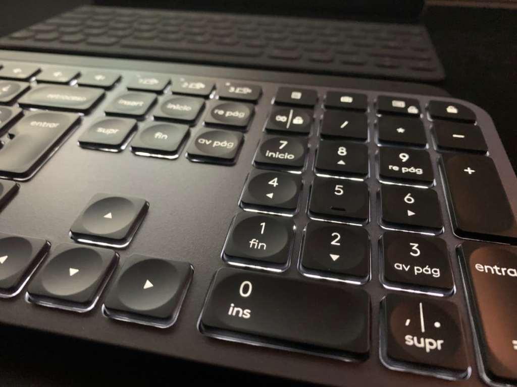 logitech mx keys teclado retroiluminacion