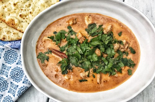 Butter chicken with cilantro and naan bread