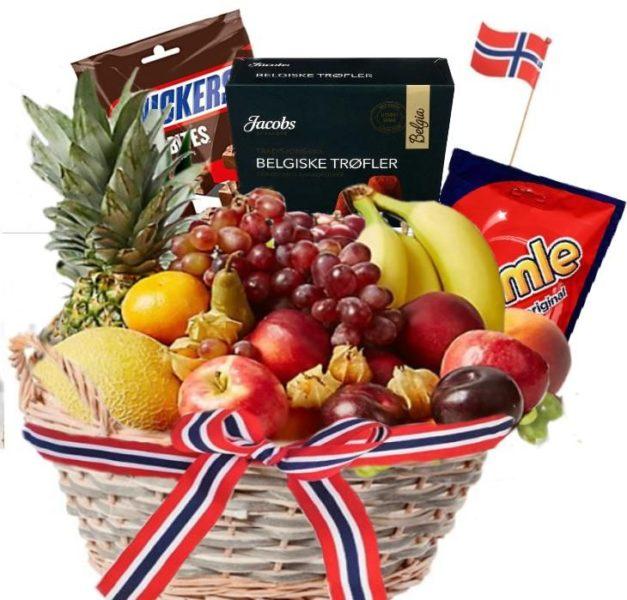 Spektakulær fruktkurv med norsk flagg