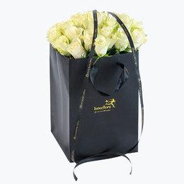Send blomster på døra - 30 hvite roser i gavepose
