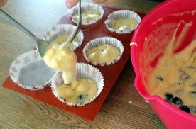 muffin-mure-chocolat-blanc-mise-en-moule